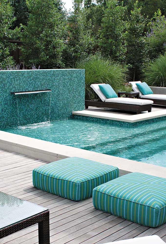 Independente do local de instalação, o ideal é escolher uma cascata para piscina adequada ao ambiente.