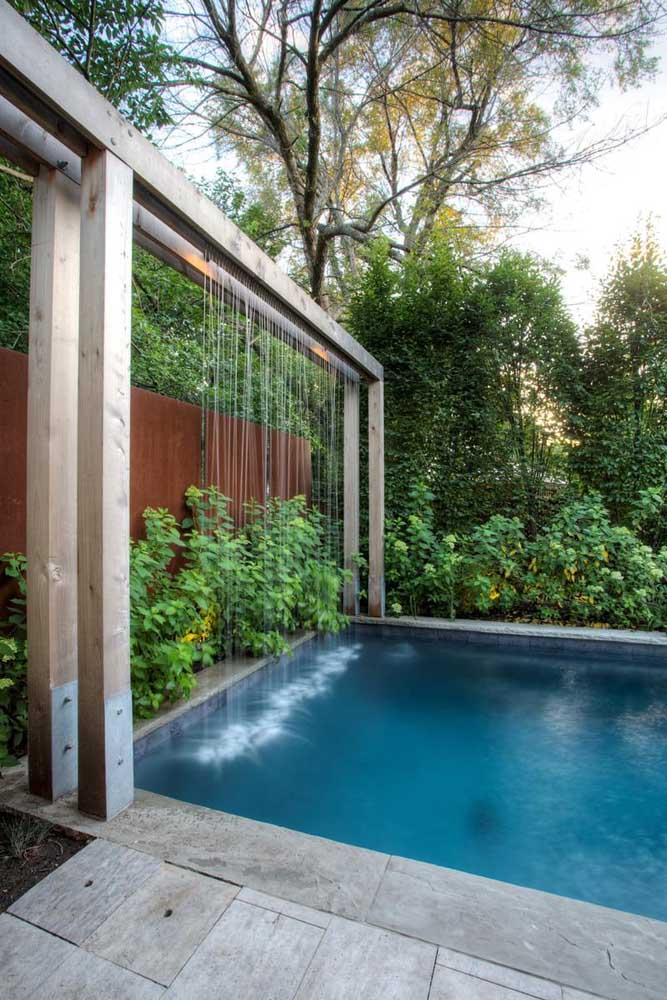 Veja que modelo de cascata diferente para instalar na sua piscina.