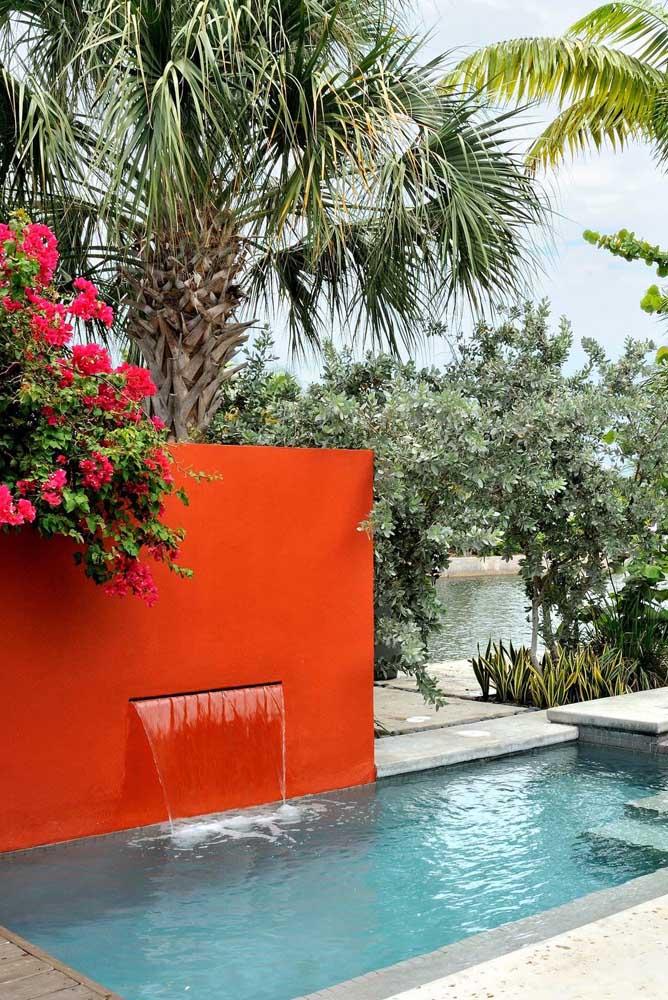 Que tal fazer uma cascata mais simples para instalar na sua piscina?
