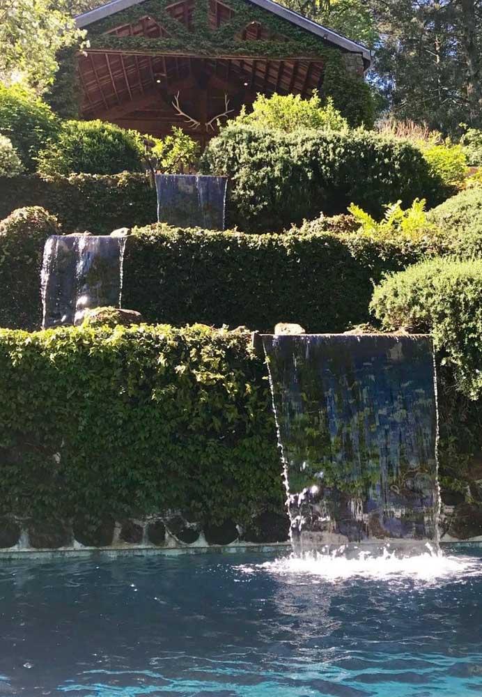Se tiver espaço dá para usar várias cascatas para piscina.