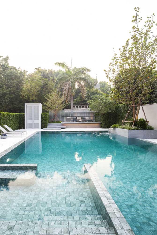 Saiba escolher adequadamente o modelo e tipo de material na hora de fazer a cascata para piscina.