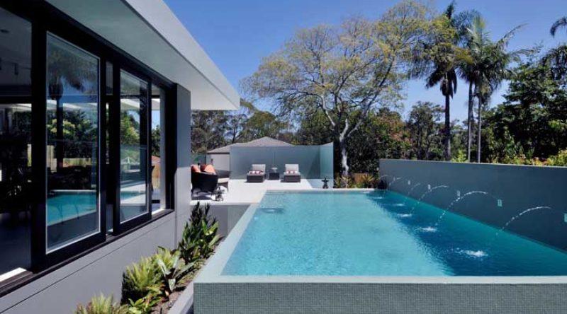 Cascata para piscina: vantagens, como escolher, dicas e fotos