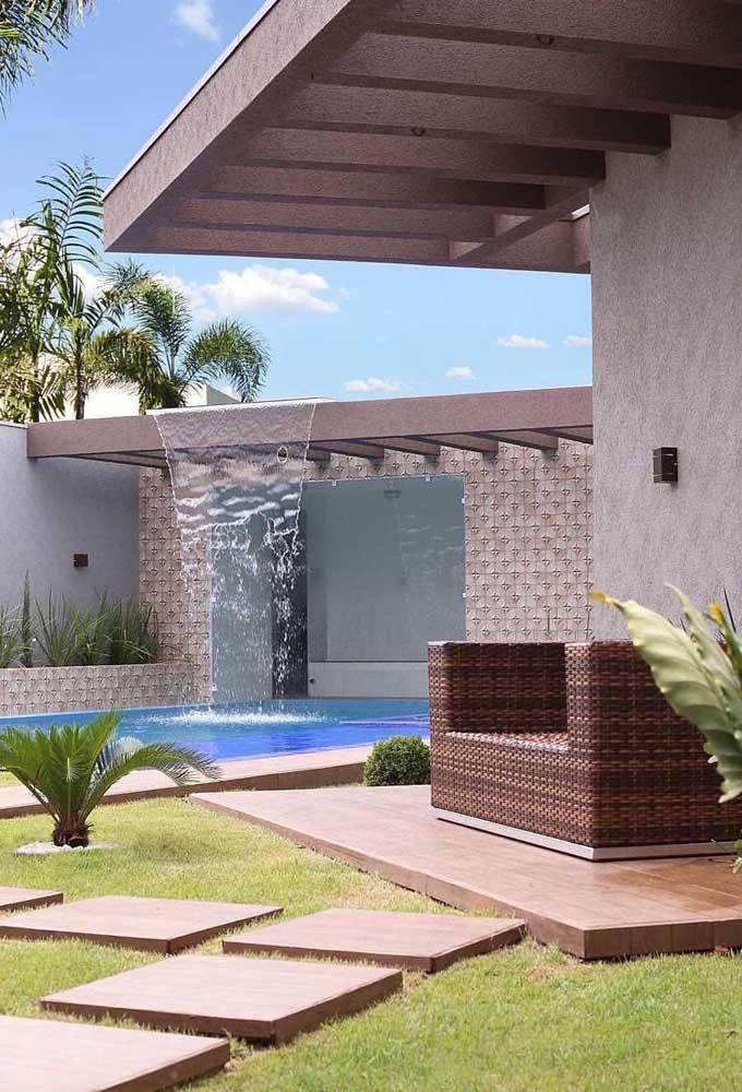 Já sabe como vai fazer a cascata para piscina na sua casa?