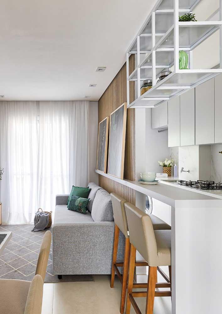 Se você não tem muito espaço, pode fazer uma cozinha americana pequena com sala.