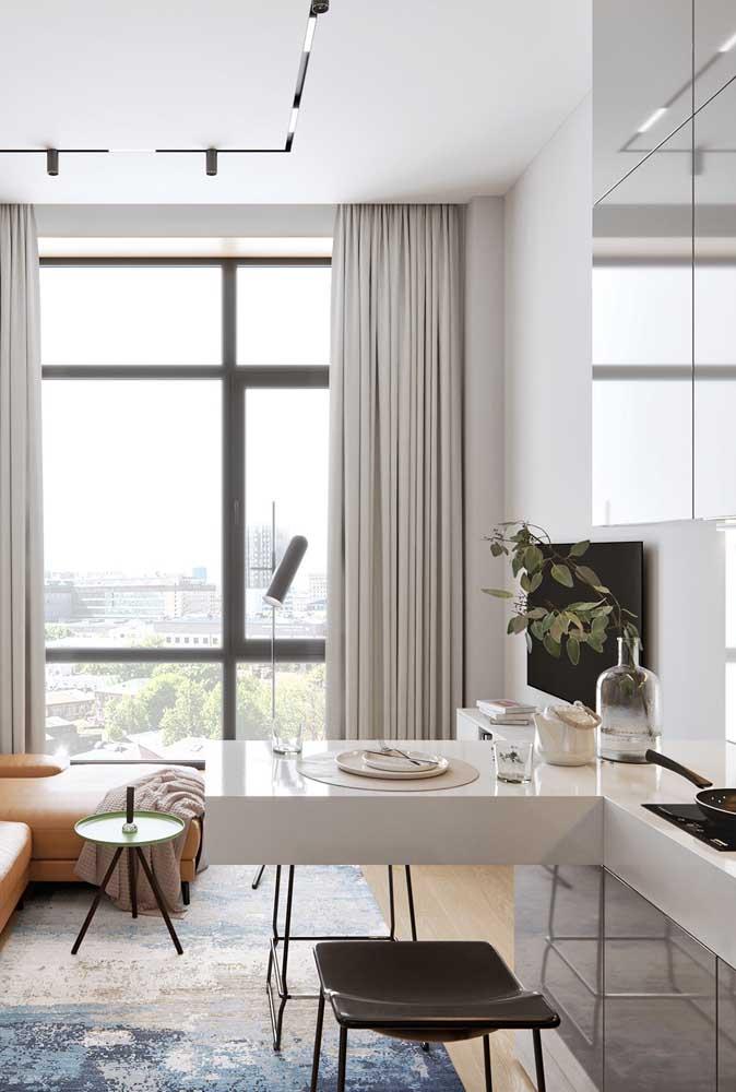 Uma mesa pode ser o móvel ideal para fazer a integração entre a cozinha e a sala.