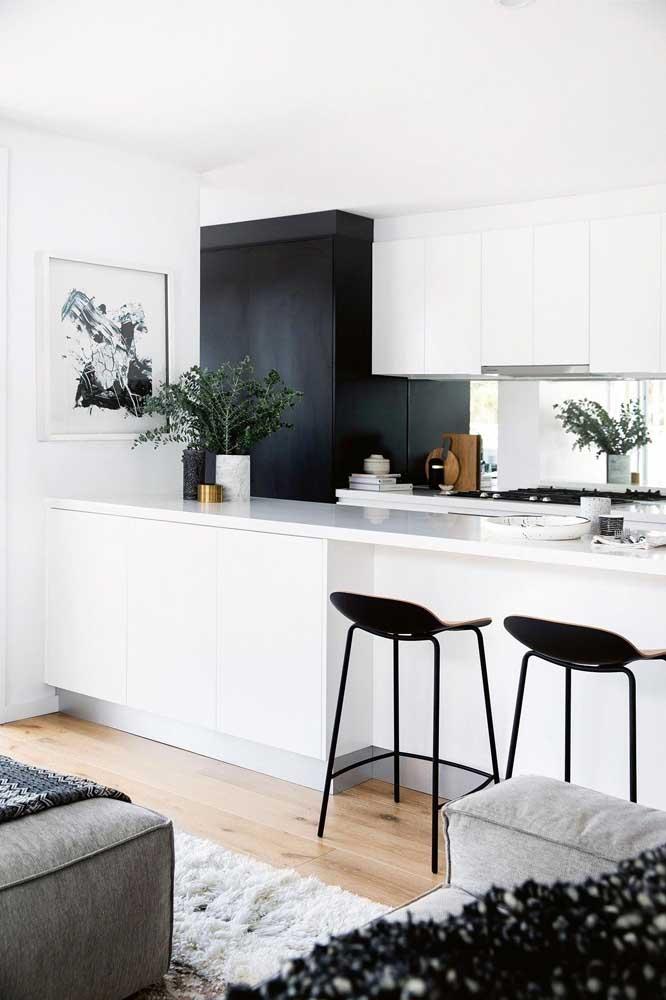 Você já pensou em fazer uma cozinha americana pequena com sala simples?