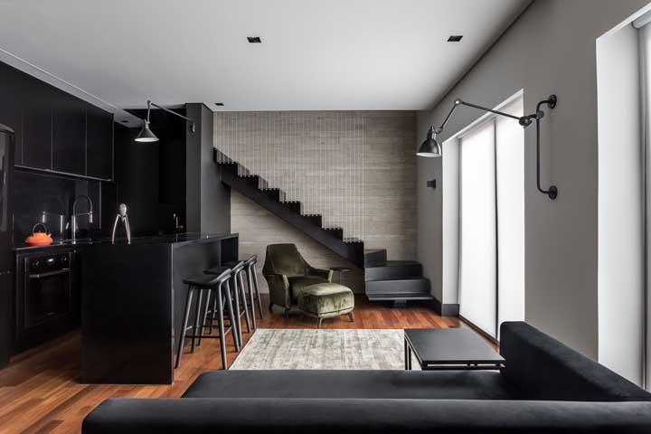 Olha como fica um luxo só apostar em móveis na cor preta na hora de decorar sua casa.