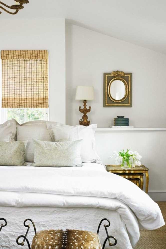 Você pode usar alguns elementos decorativos no quarto.