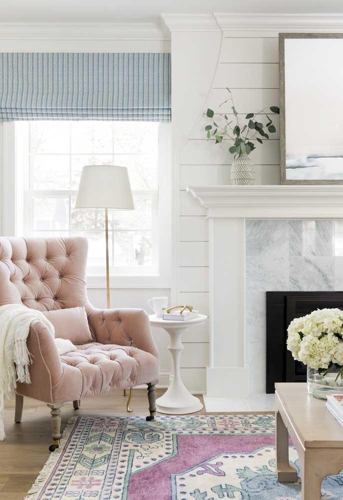Uma bela poltrona pode ser um ótimo móvel para quem deseja fazer uma decoração provençal.