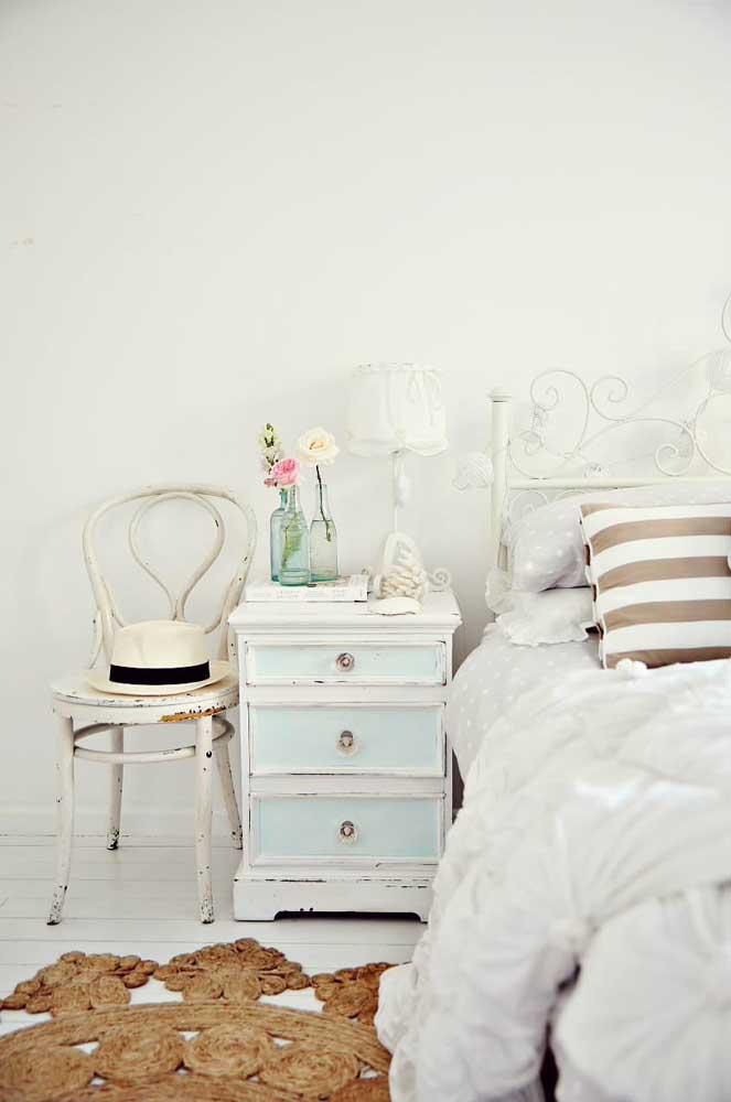 Reaproveite móveis velhos para decorar o seu quarto.