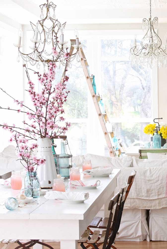 As flores que mais combinam com a decoração provençal são as lavandas.