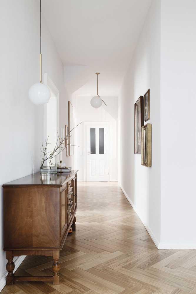 Os móveis de madeira sempre ganham destaque na decoração provençal.