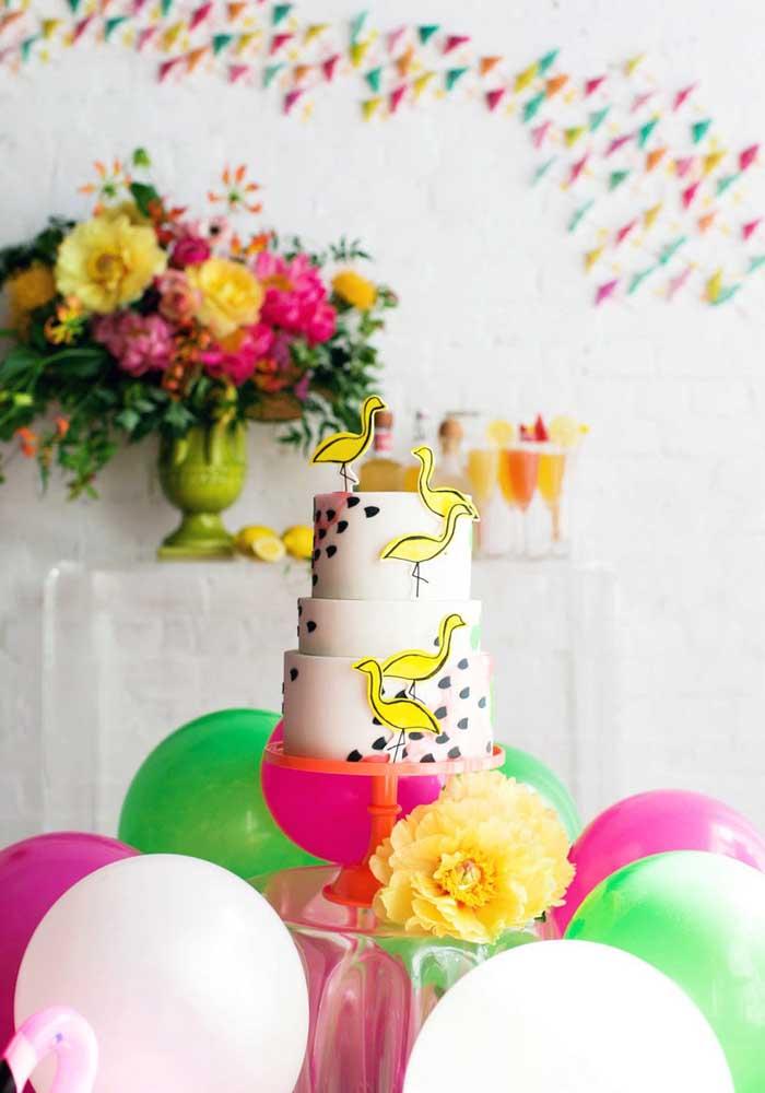 Olha que bolo flamingo mais fofo para você fazer no aniversário.