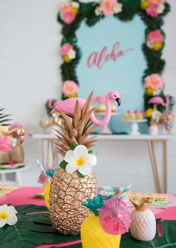 O que acha de fazer uma festa flamingo e abacaxi?