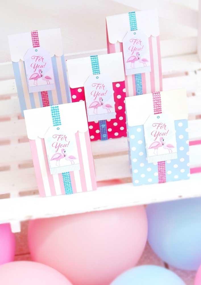 Faça embalagens com estampas diferentes para colocar as lembrancinhas da festa.
