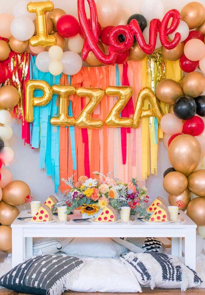 Que tal comemorar o aniversário noite da pizza?