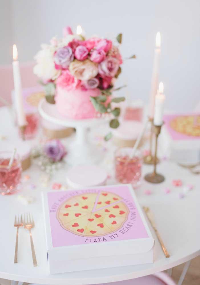Já pensou fazer um jantar à luz de velas com a pizza no cardápio?