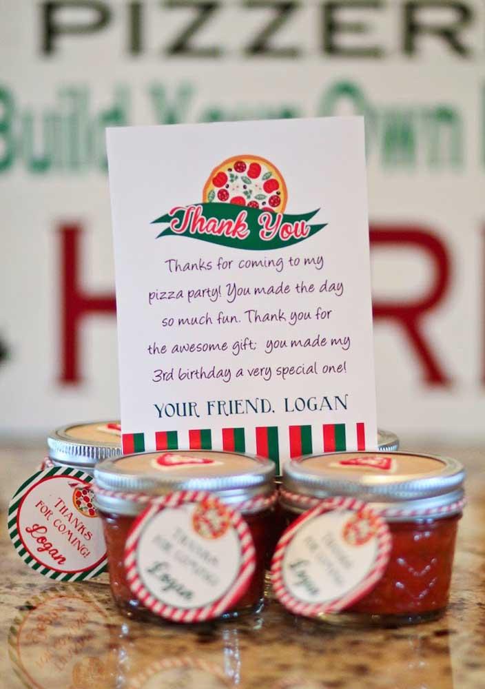 Aproveite para fazer uma plaquinha de agradecimento para os convidados.