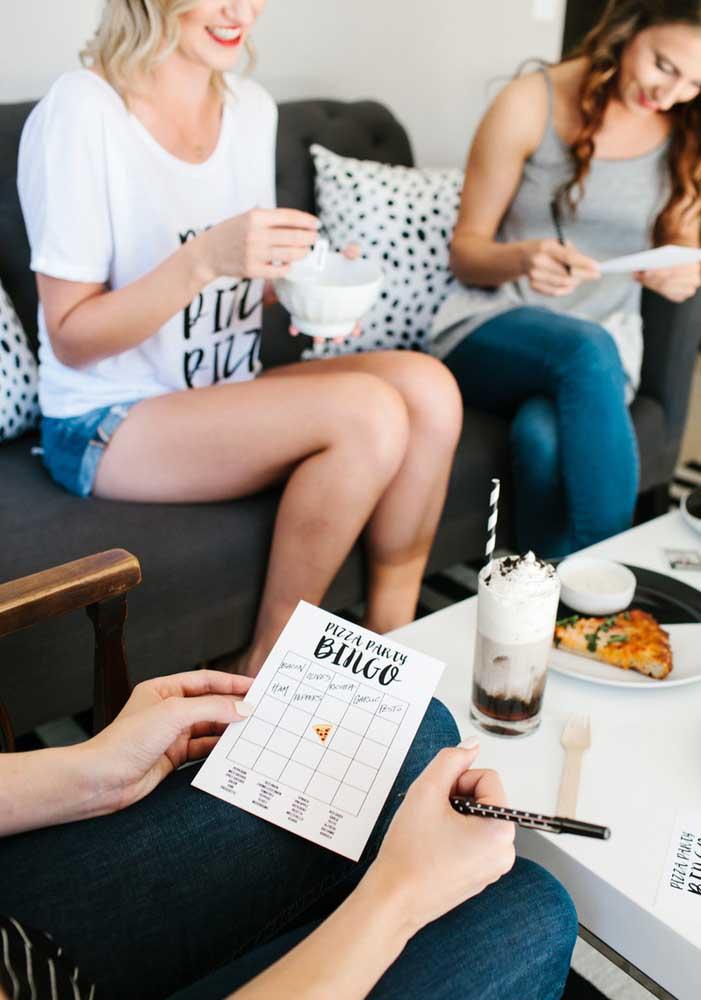 O que acha de preparar um bingo para animar os convidados na noite da pizza com os amigos?