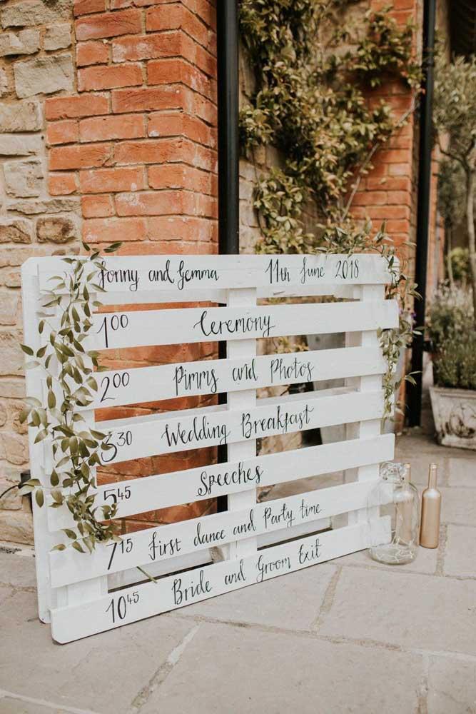 O painel de pallet para festa é uma das grandes tendências de decoração tanto para festas infantis quanto casamento.