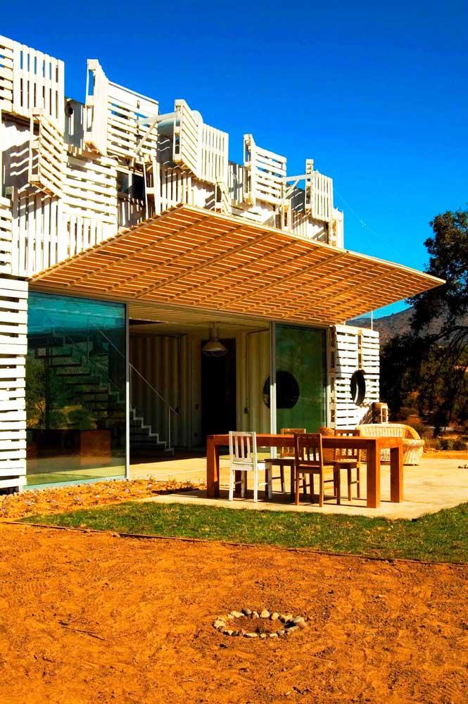 Alguém poderia imaginar que é possível fazer uma casa com painel de pallet?