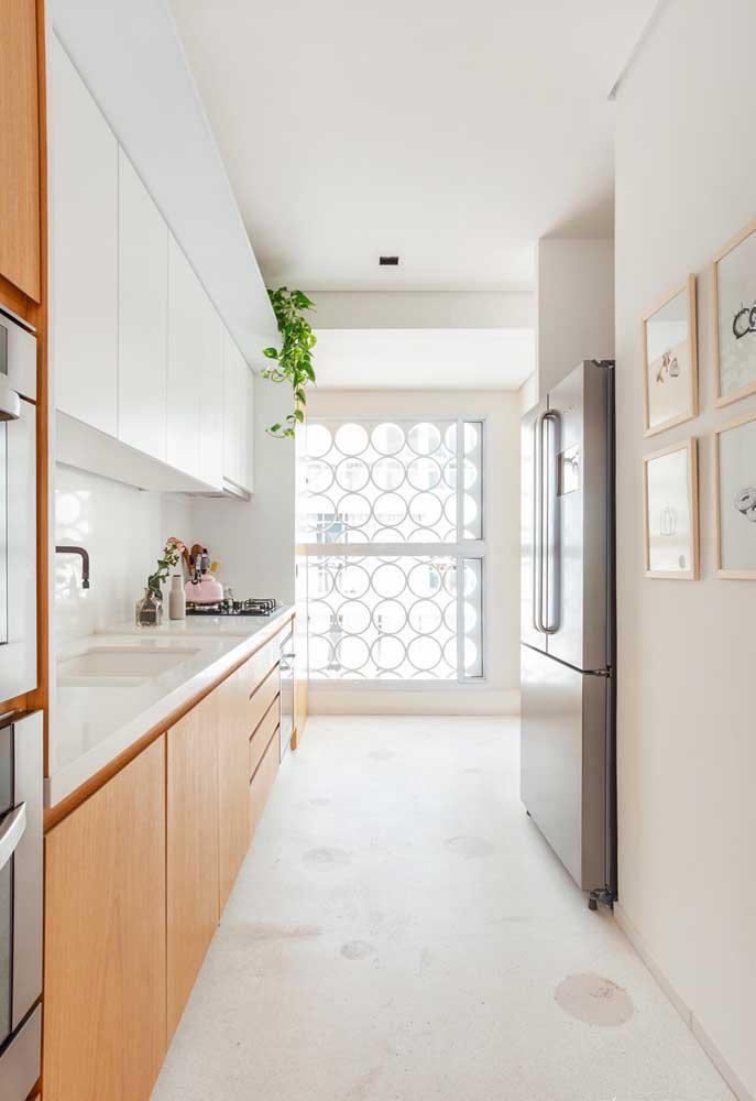 A forma como você compõe os quadros na cozinha pode interferir na decoração do espaço.