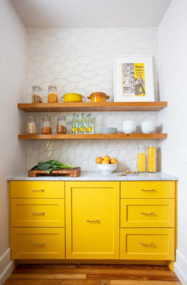 Escolha um quadro que combine com a decoração da cozinha.