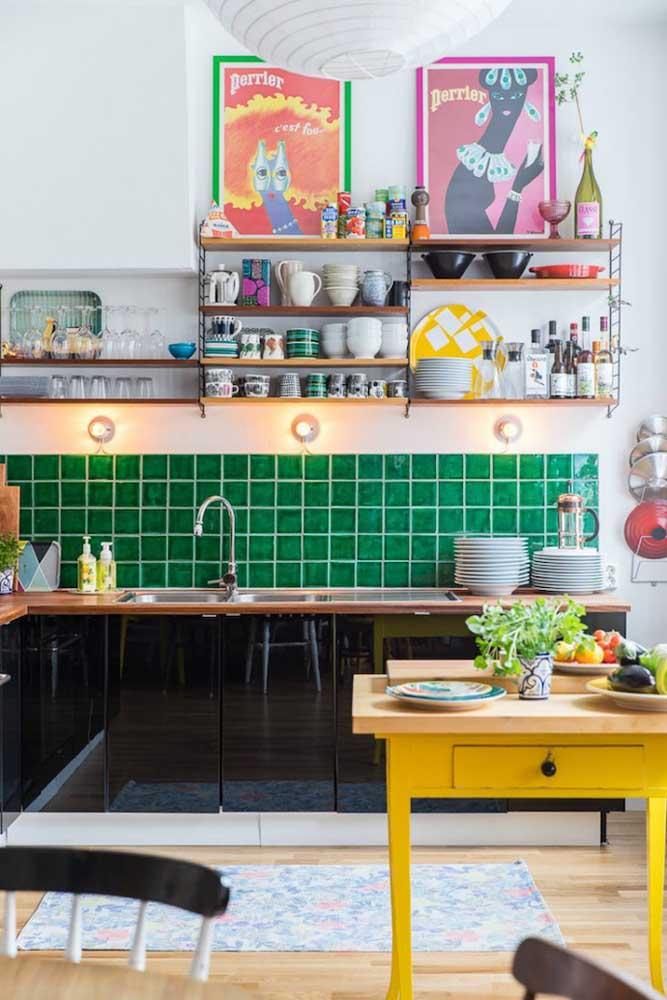 Para deixar um ambiente animado, nada melhor do que apostar nos quadros divertidos para cozinha.