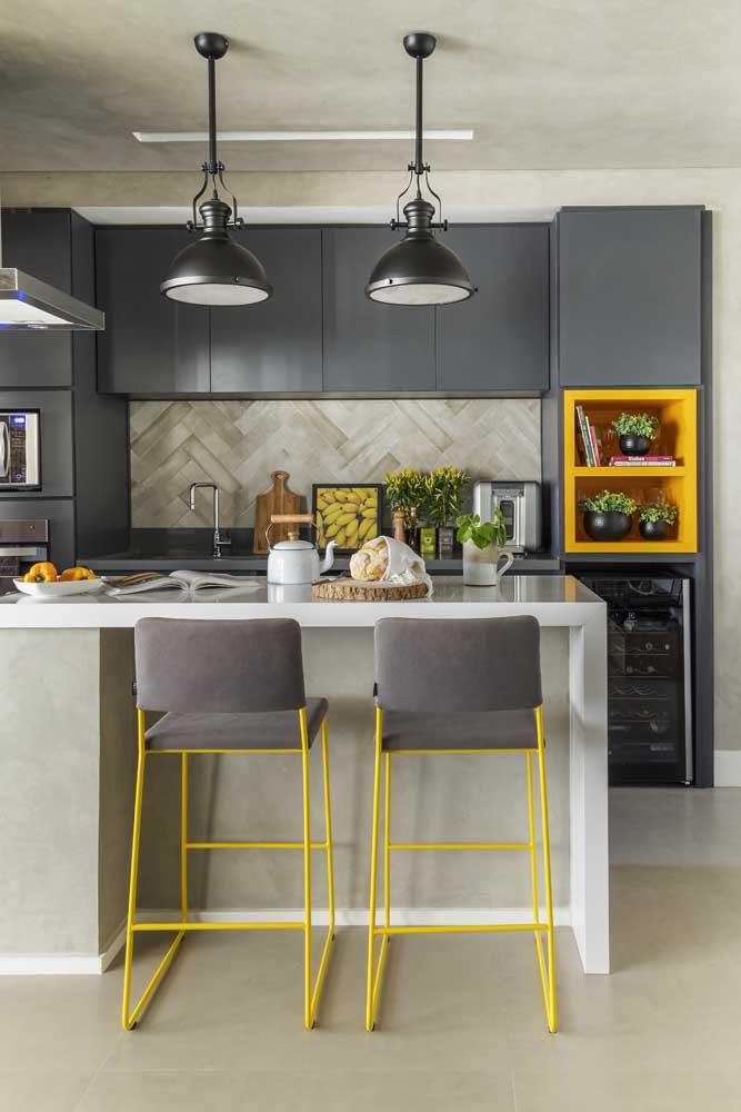 As cores dos quadros para cozinha podem combinar com as cores dos móveis.