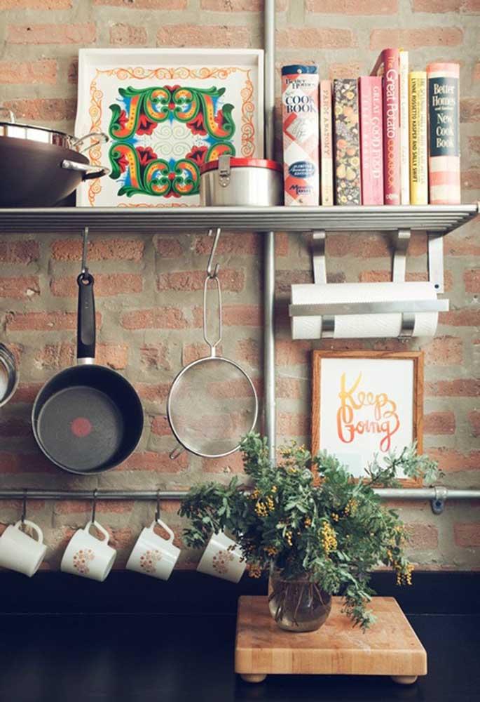 Use frases inspiradoras nos quadros para cozinha.