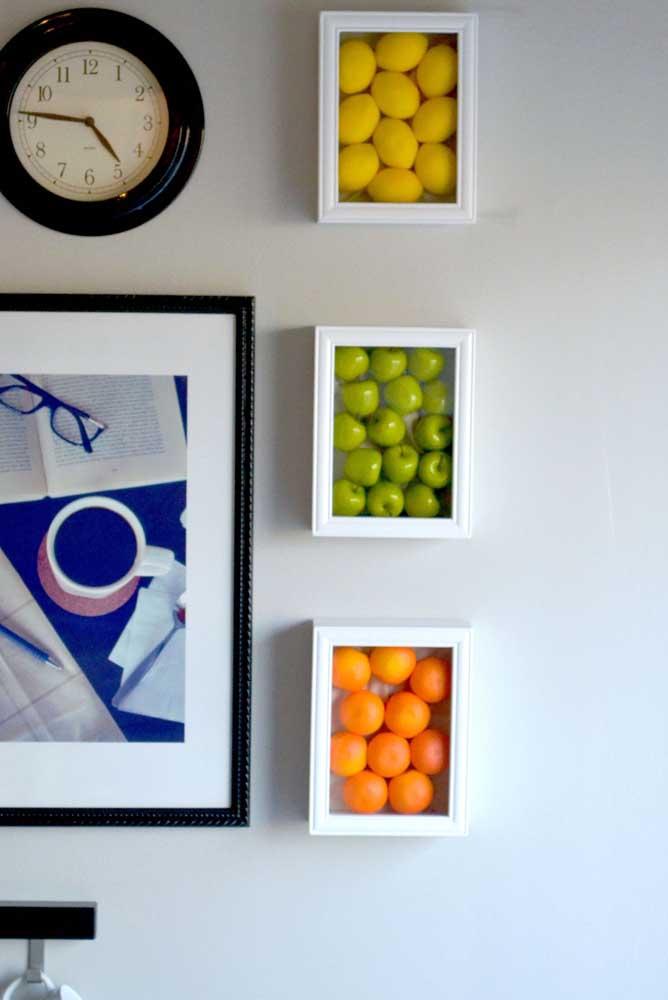 Que tal usar frutas para fazer um quadro diferenciado para sua cozinha?
