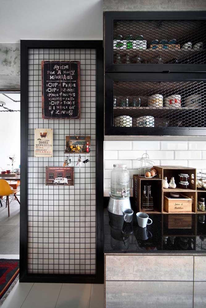 Olha essa ideia interessante para pendurar os quadros para cozinha.