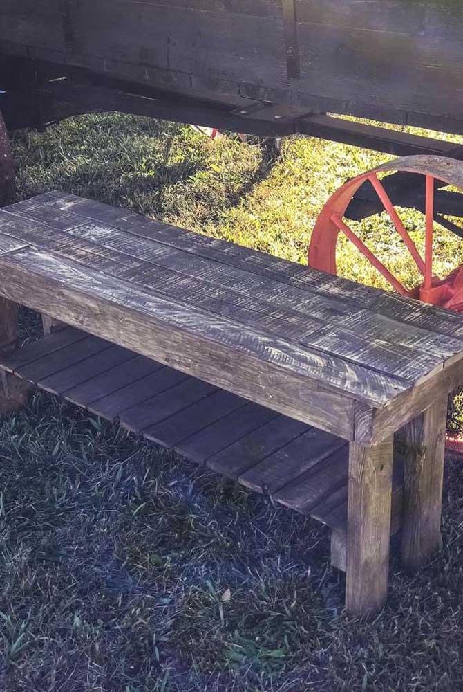 O mais bacana de reaproveitar a madeira do pallet é que o material é bem barato.