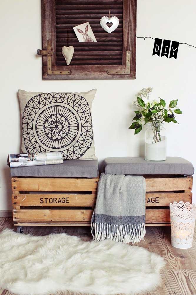 Banco de pallet simples é um item perfeito para colocar itens decorativos.