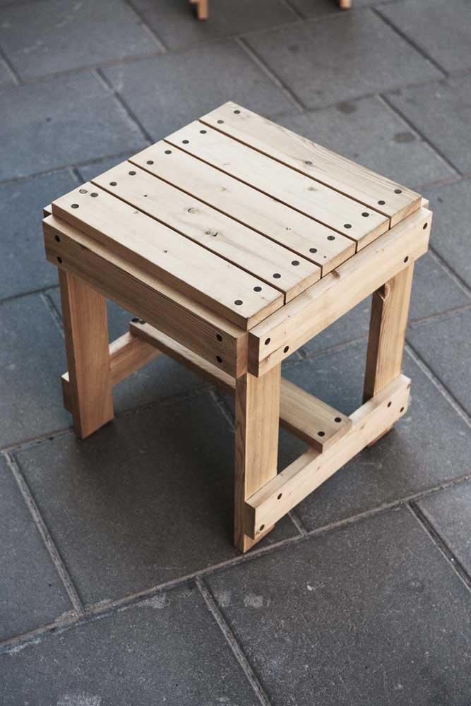 O banco de pallet é um item decorativo fácil de fazer e muito prático.