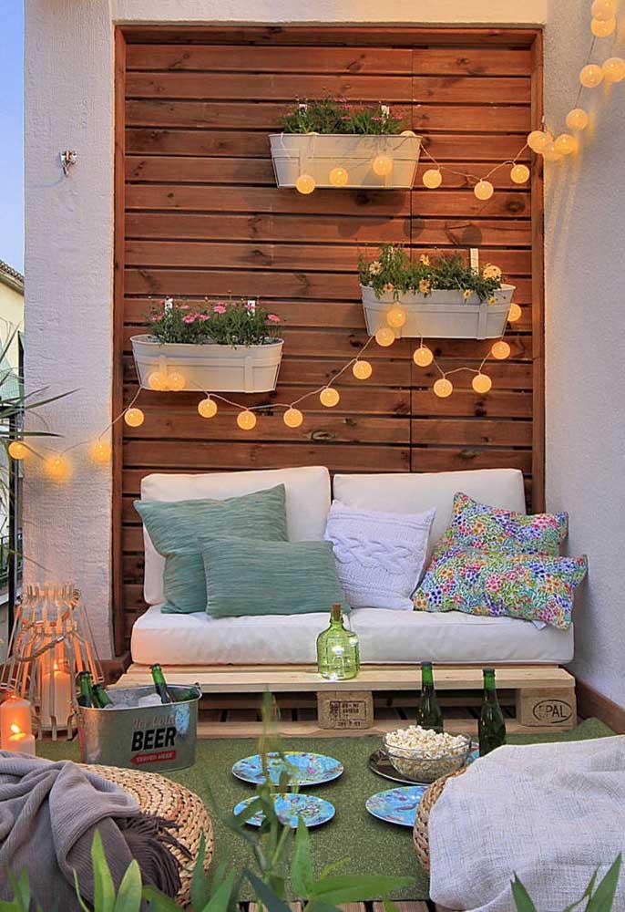 Faça uma iluminação especial no cantinho rústico da sua casa.
