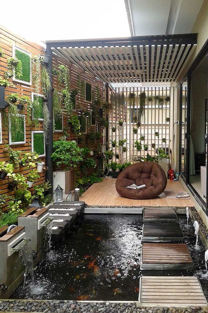 Dá para fazer um belo jardim japonês com plantas, lago e pedras.