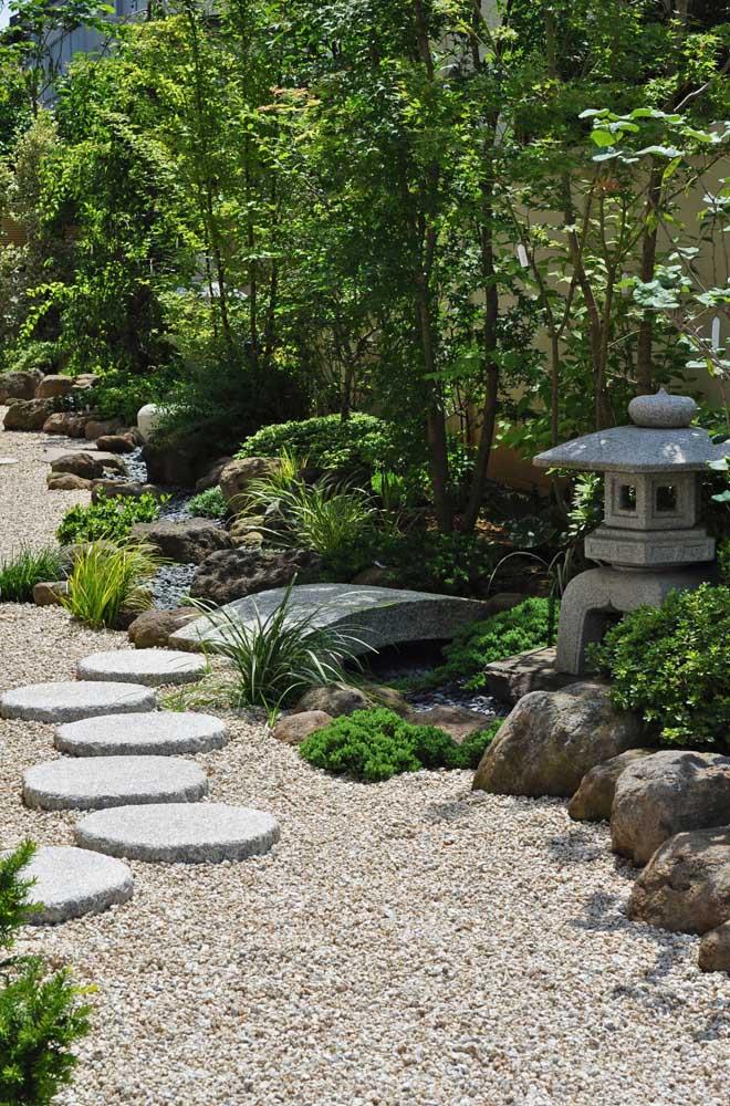 Que tal construir um jardim japonês para ter um local para relaxar?