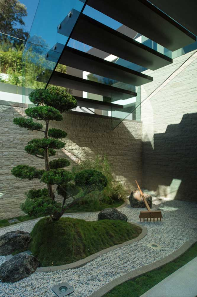 Incrível como a casa ganha vida com jardim japonês.