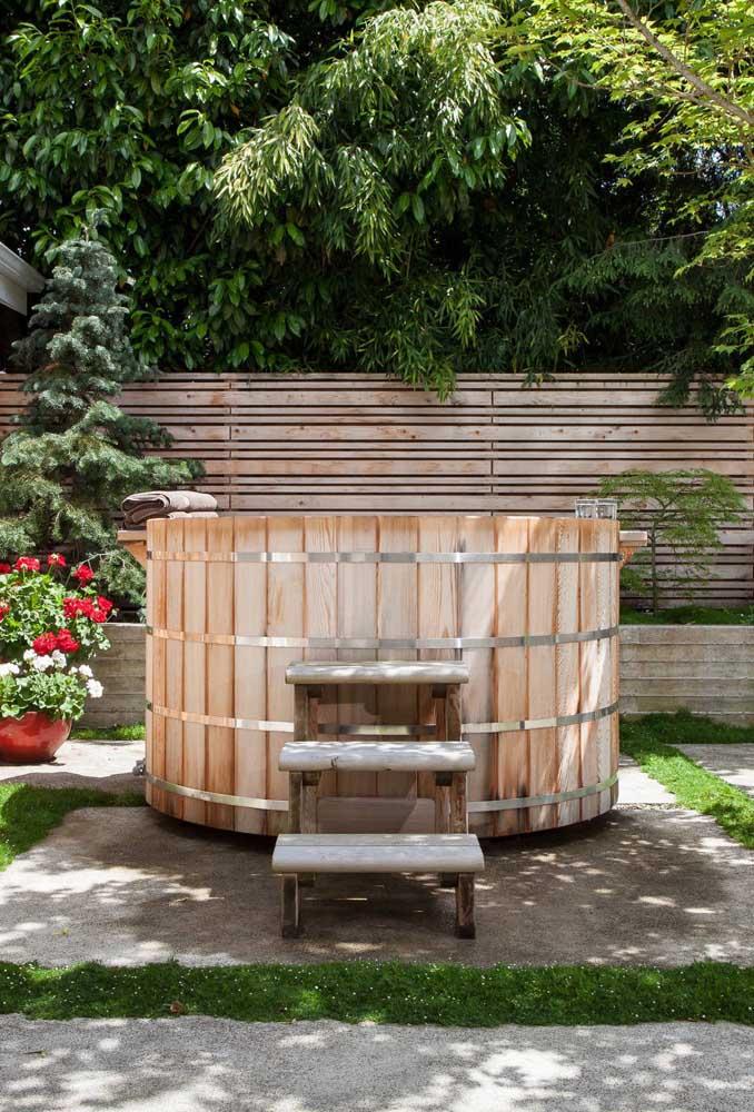 O que acha de colocar um ofurô no jardim japonês?