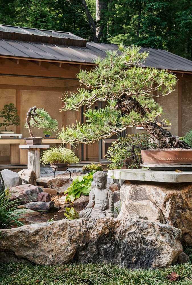 Decore o jardim japonês com elementos espirituais.