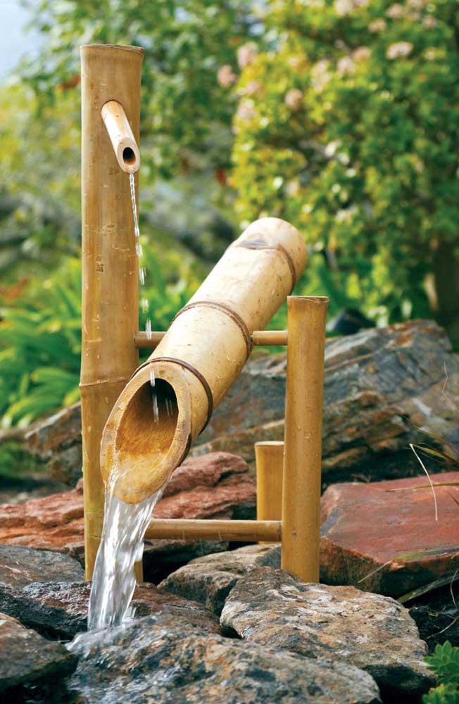 A fonte não pode faltar no jardim japonês.