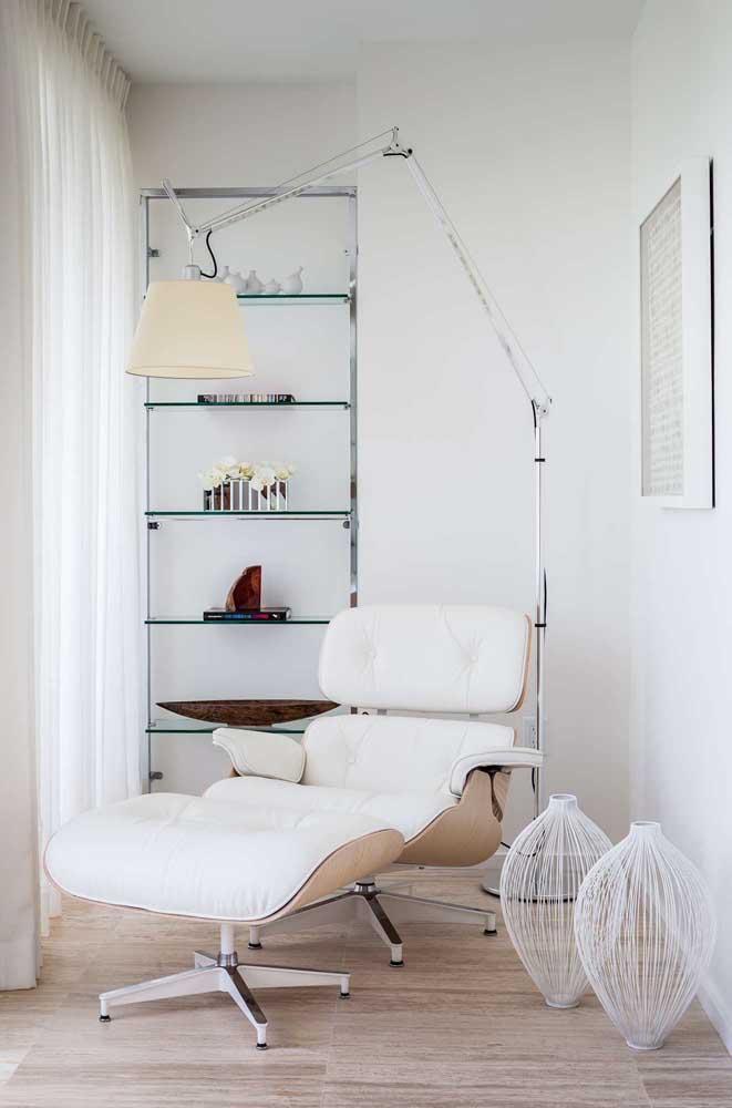 Nada melhor do que relaxar em uma poltrona confortável com uma iluminação impecável.