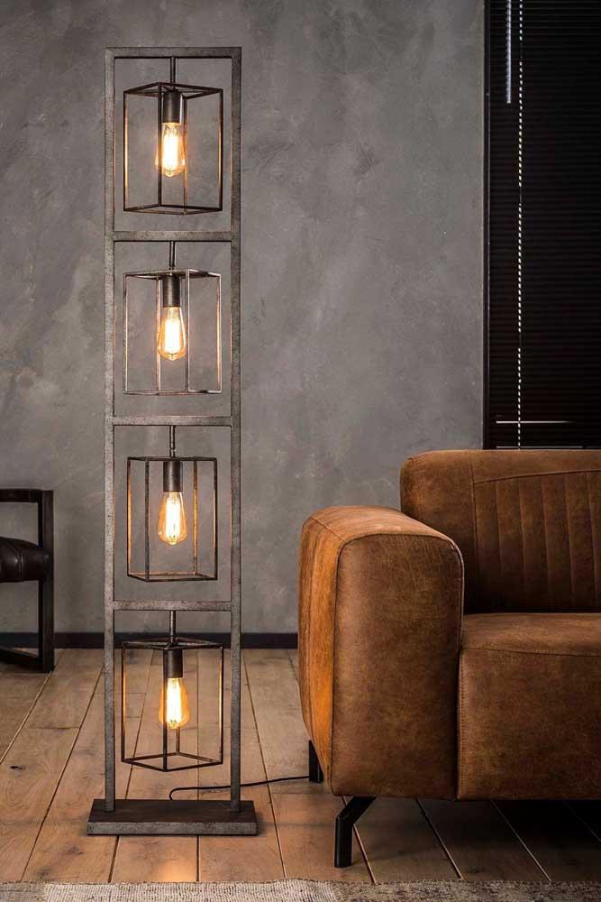 Veja que luminária de chão original e diferenciada para decorar a casa.