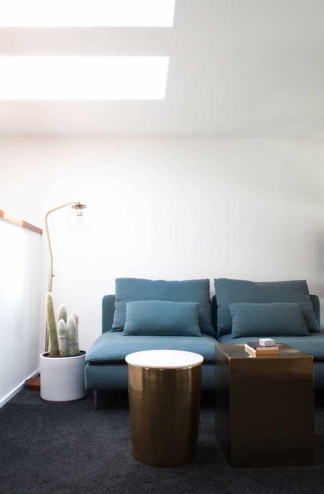 O mais importante é escolher uma luminária de chão que combine com a decoração.