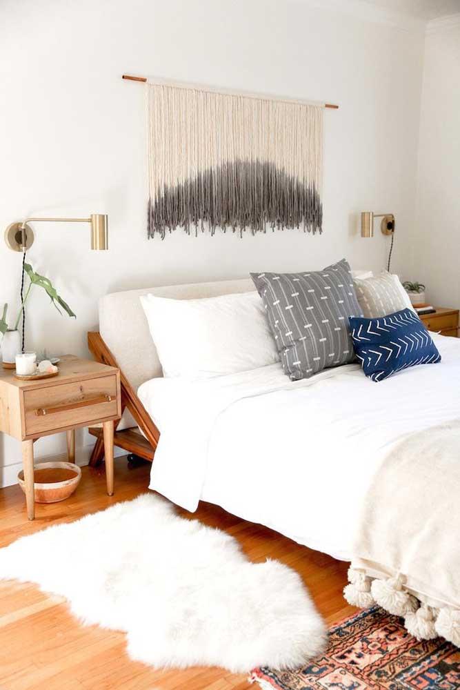 Acrescente um belo tapete no quarto de casal.