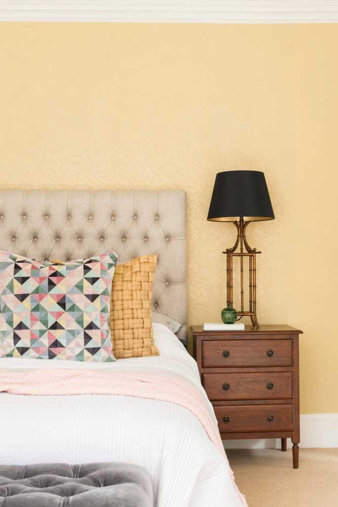 Reforme os móveis do quarto.