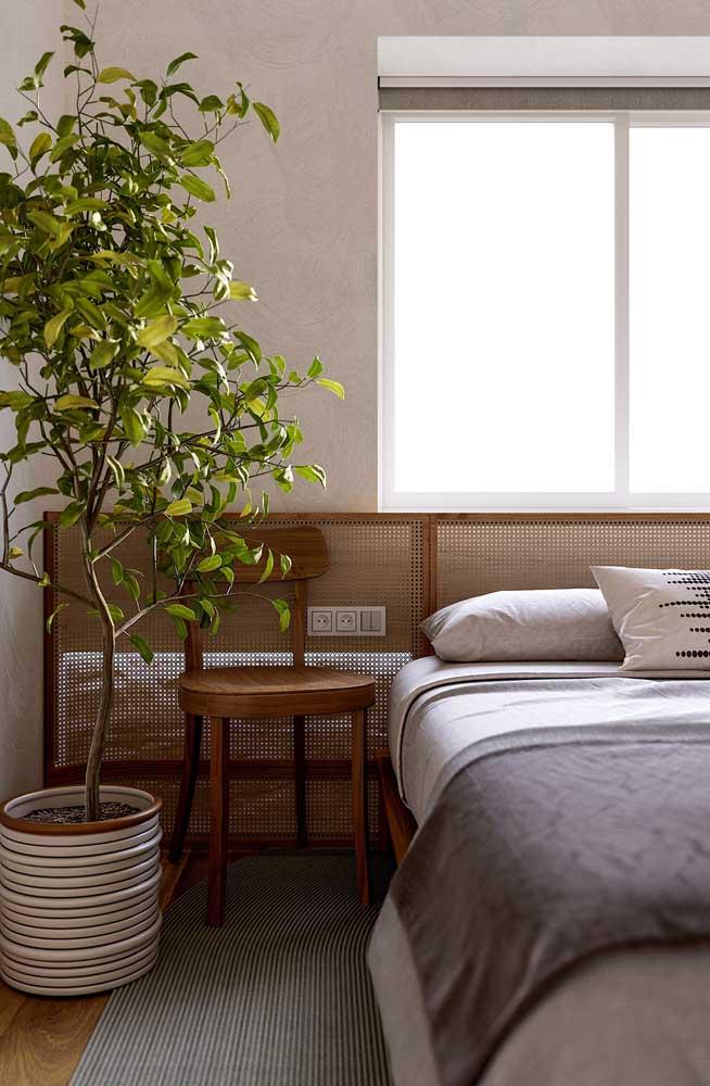 Olha que cabeceira de cama diferenciada para o quarto de casal.