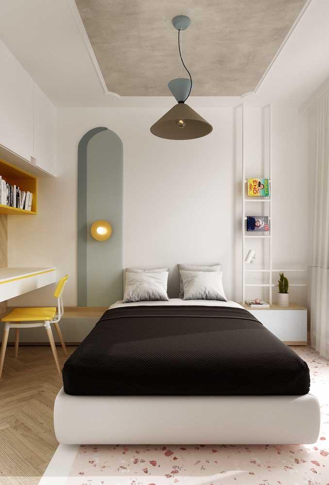 Você não precisa escolher um estilo na hora de decorar o quarto de casal.
