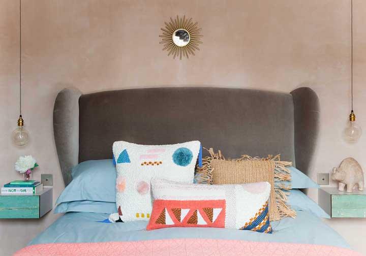 Seguindo estilo boêmio aposte em elementos coloridos, artesanais e alegres.